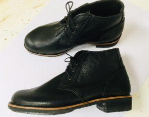 ずーと子供靴の制作が続いていましたが、ご主人の靴が完成です。