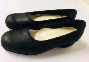 靴作りの一足目は黒のパンプス、冠婚葬祭用に。K明子作