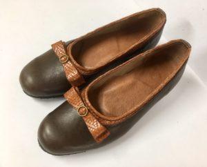 スマートなリボンで大人らしさを表現しました。明子さんの靴作り2足目。