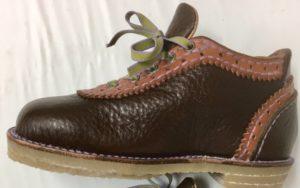 令和6号は、18号半の子供靴、彩さんの靴作り。
