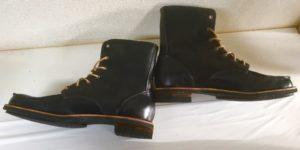 令和7号は、レースアップの黒いブーツです。梨絵さんの靴作り2足目。