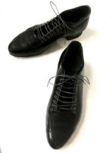 令和11号はおしゃれなレースアップのパンプス。明子さんの靴作り4足目。